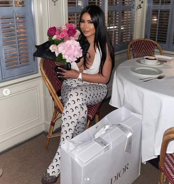 Maëva Ghennam a été gâtée par Greg Yega lors d'un dîner au restaurant