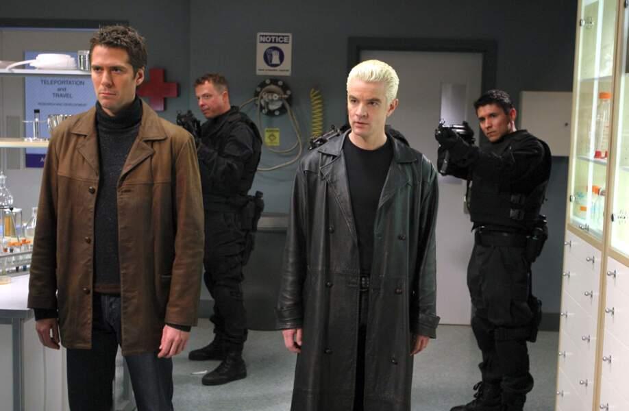 Après avoir sauvé le monde dans Buffy contre les vampires, Spike (à droite) fait son retour dans Angel !