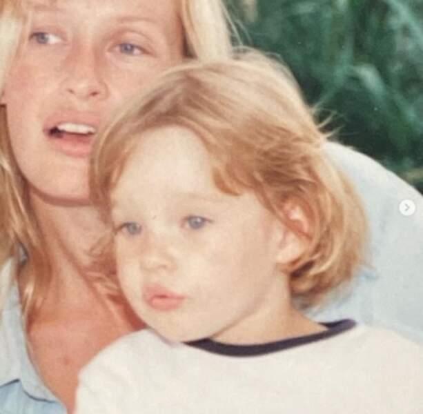 Photo vintage d'Estelle Lefébure et Ilona Smet pour souhaiter un bon 26ème anniversaire à cette dernière.