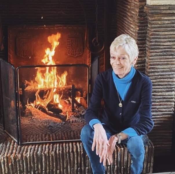 Au programme ces derniers jours : cocooning pour Françoise Bourdin près de la cheminée.