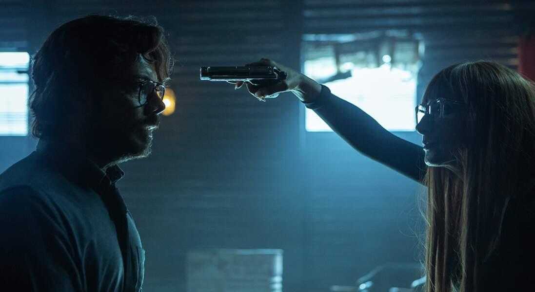 Face à Alicia (Najwa Nimri), le Professeur (Álvaro Morte) est en mauvaise posture