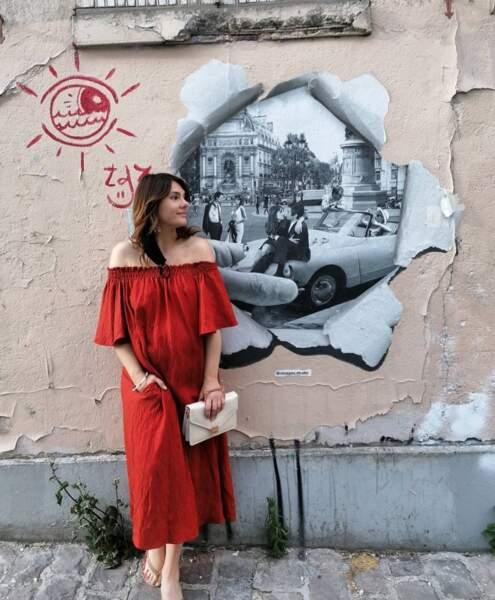 Alice Detollenaere affichait son baby-bump à Montmartre.