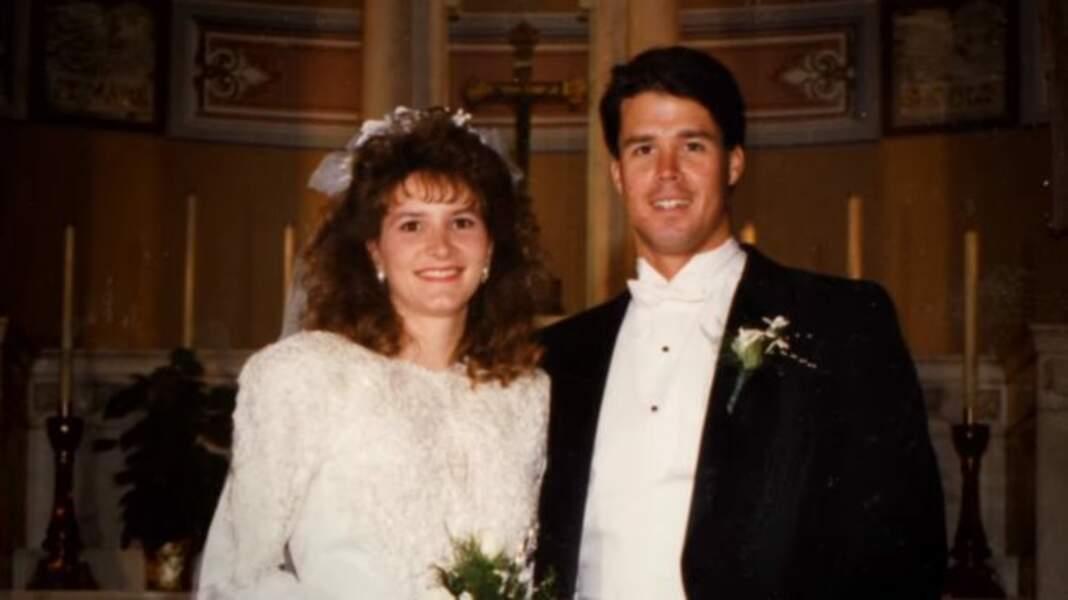John Meehan et Tonia Sells le jour de leurs noces. Des années et deux enfants plus tard, il demande le divorce du jour au lendemain, avant de disparaître de la vie de sa femme et de leurs filles.