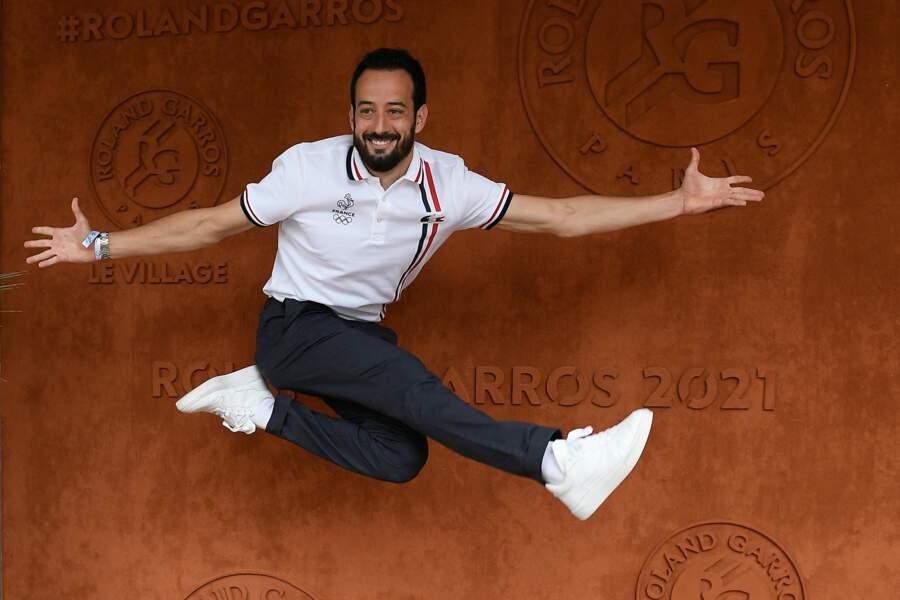 Fils du tennisman Guy Forget, Mathieu Forget a démontré tous ses talents d'acrobate devant les photographes à Roland-Garros, samedi 12 juin
