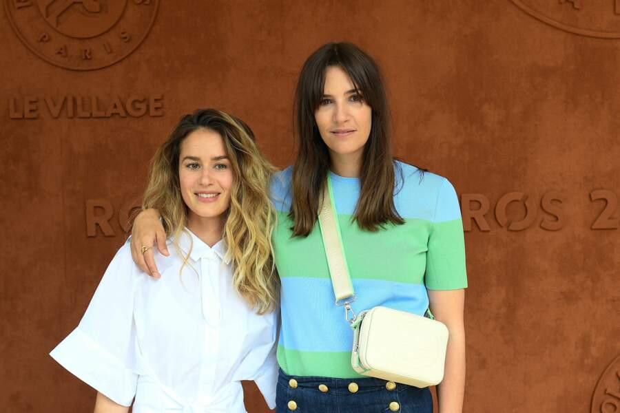"""Les actrices Alice David et Charlotte Gabris, qui ont joué ensemble dans """"Demi-sœurs"""" en 2018, à Roland-Garros, samedi 12 juin"""