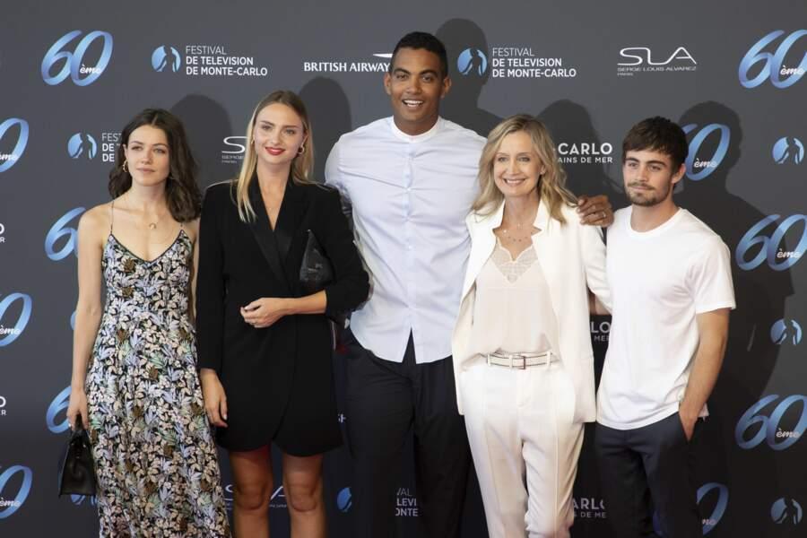 Les acteurs d'Ici tout commence Julie Sassoust, Aurélie Pons, Terence Telle, Catherine Marchal et Clement Remiens.