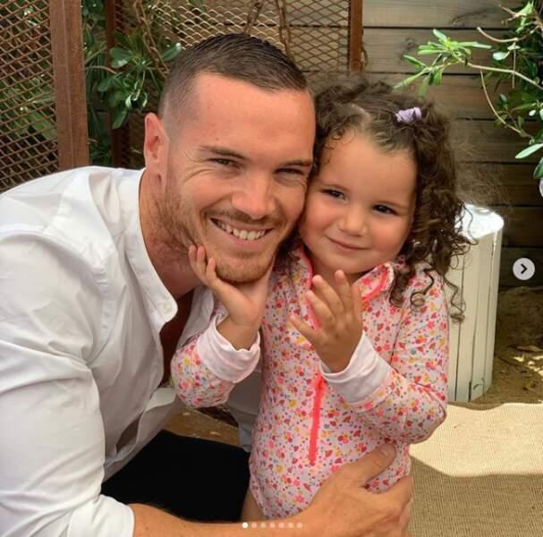Wafa el Mejjad (Koh Lanta) a posté une photo où apparaît Olivier Brundson, en compagnie de leur fille.
