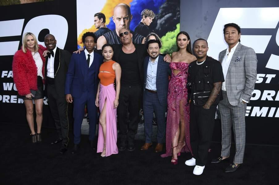 Vin Diesel entouré de l'équipe de Fast & Furious 9 à l'avant-première du film au Chinese Theatre de Los Angeles vendredi 18 juin