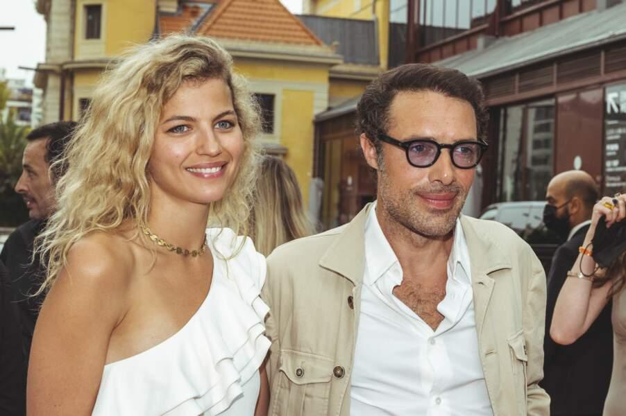 Nicolas Bedos et sa compagne Pauline Desmonts au festival Cinéroman