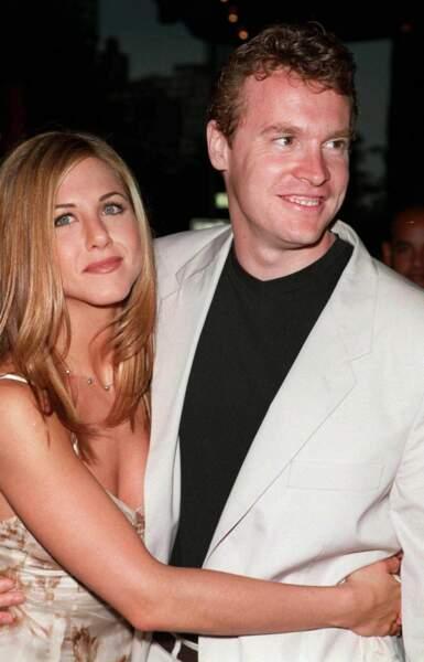 Mais avant Brad, elle a passé trois ans en couple avec l'acteur Tate Donovan, alias Joshua dans quelques épisodes de la série
