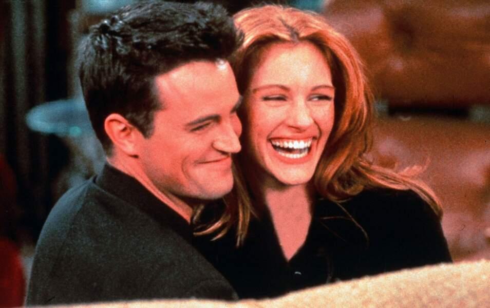 Matthew Perry et Julia Roberts auraient vécu un flirt en dehors de la série. Pour accepter de jouer dans Friends, elle lui a demandé d'écrire un article sur la physique quantique et il l'a fait !
