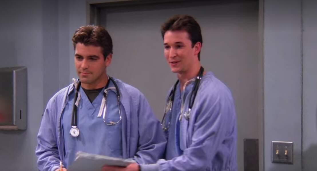 Petit clin d'oeil à Urgences : Noah Wyle et George Clooney ont joué deux médecins qui font craquer Monica et Rachel le temps d'un épisode