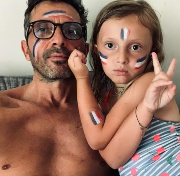 Sébastien Roch et sa petite Liv soutiennent à fond les Bleus.