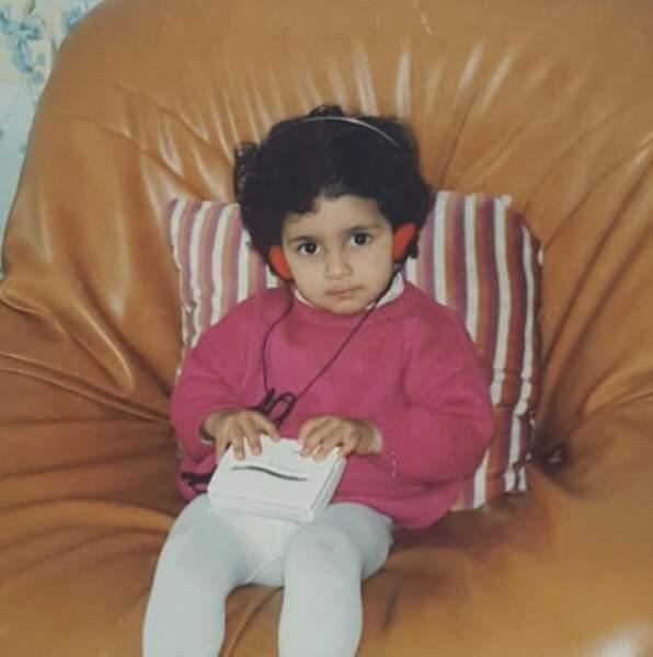 Voici la youtubeuse Sananas, il y a très très très longtemps.