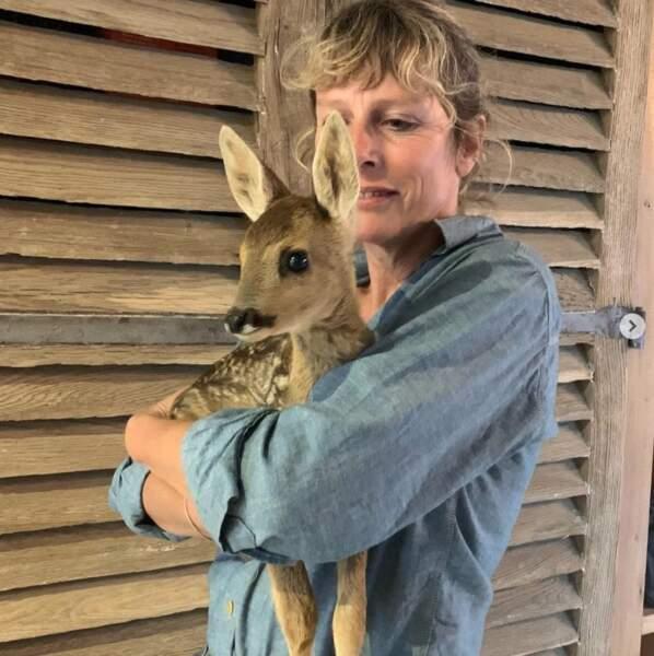 Et Karin Viard a rencontré cette adorable faon. JALOUSIE.