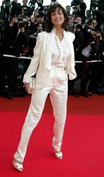 En costume blanc...