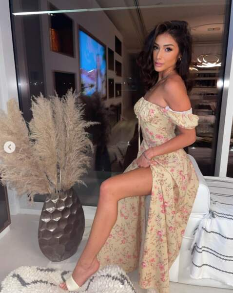 Isabeau sublime en robe longue