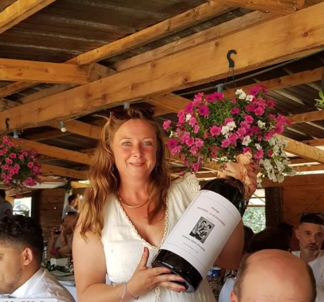 Cathy, la viticultrice de la saison 15, avait prévu une cuvée spéciale pour les mariés !