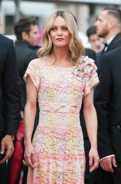 2016. Elle monte les marches en tant que membre du jury pour le film Café Society.