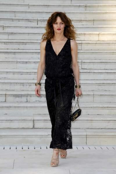 2011. Elle est invitée en tant qu'égérie Chanel, lors de la 64e édition.
