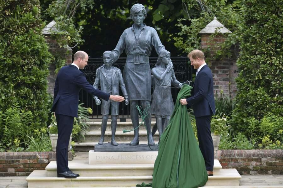 La statue a été réalisée par le sculpteur anglais Ian Rank-Broadley