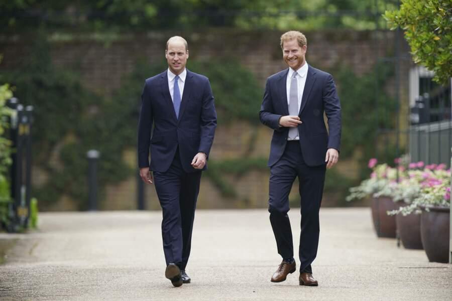 Harry et William arrivent pour rendre hommage à leur mère, Lady Diana