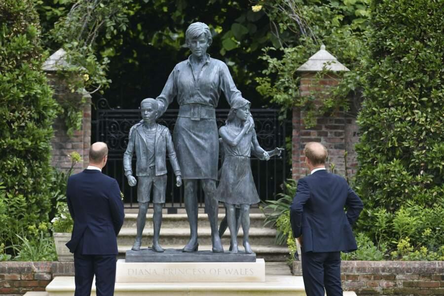 Harry et William ont dévoilé la statue en hommage à leur mère, Diana