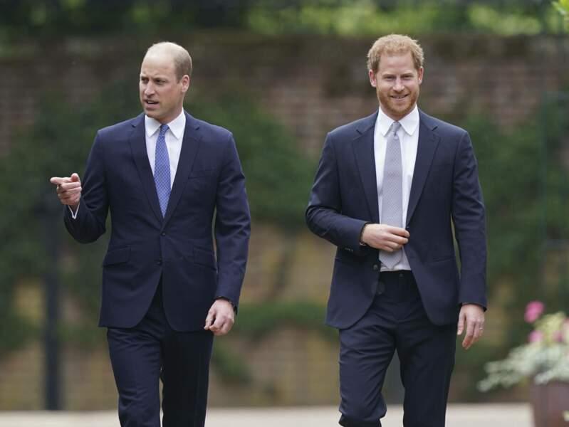 Harry et William apparaissent ensemble et souriants !