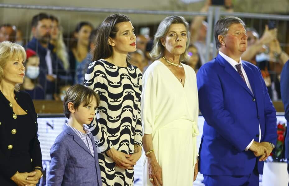 Belle au naturel, Caroline de Monaco a fièrement affiché sa chevelure grise.