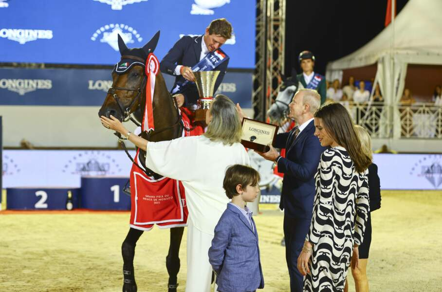 Pour rappel, Raphaël partage la même passion que sa mère Charlotte Casiraghi, qui est une cavalière ayant déjà participé à des championnat d'équitation.