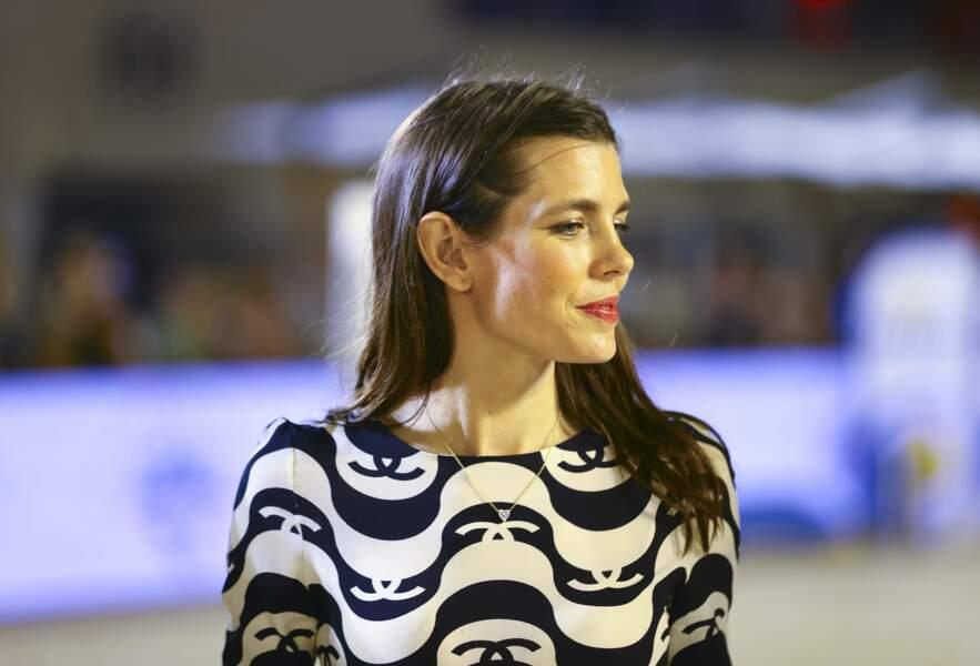 Charlotte Casiraghi portait une robe Chanel, noire et blanche.