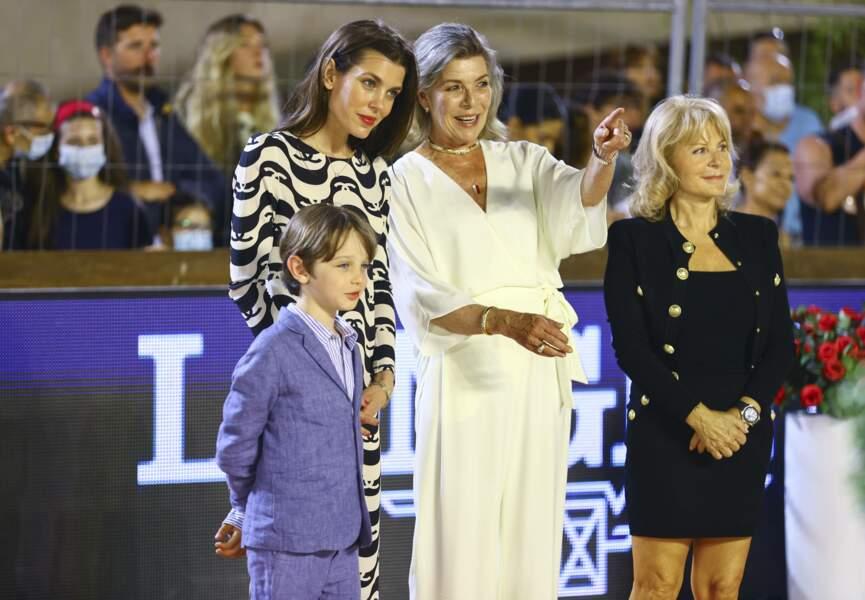 Caroline de Monaco, pour sa part, était rayonnante dans une combinaison-pantalon signée Halston.
