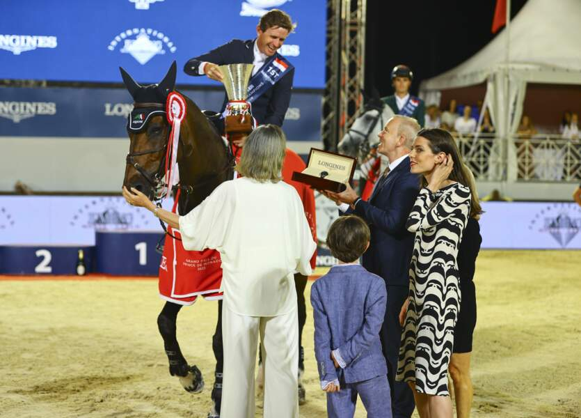 Les trois membres de la famille monégasque en ont profité pour saluer les candidats et leurs chevaux.
