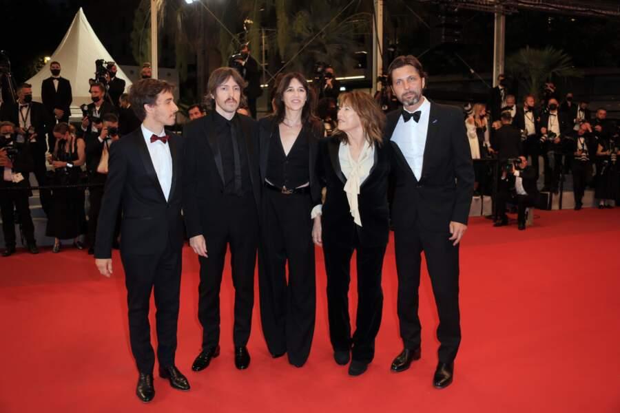 Charlotte Gainsbourg et Jane Birkin avec les producteurs de Jane By Charlotte, Romain Rousseau, Mathieu Ageron et Maxime Delauney