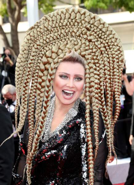 Elena Lenina et ses coiffes toujours improbables !