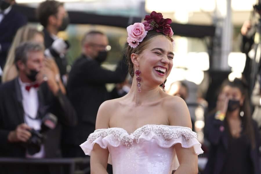 L'actrice Haley Lu Richardson tout sourire