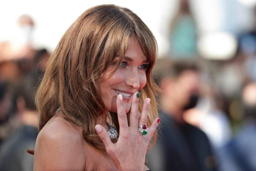 Ce samedi 10 juillet, Carla Bruni a monté les marches du Festival de Cannes.