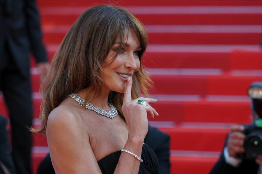 L'épouse de Nicolas Sarkozy était élégante avec ses bijoux Chopard.