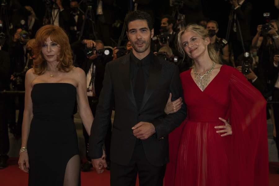 Les membres du jury du Festival de Cannes Mylène Farmer, Tahar Rahim et Mélanie Laurent se prêtent au jeu des photographes