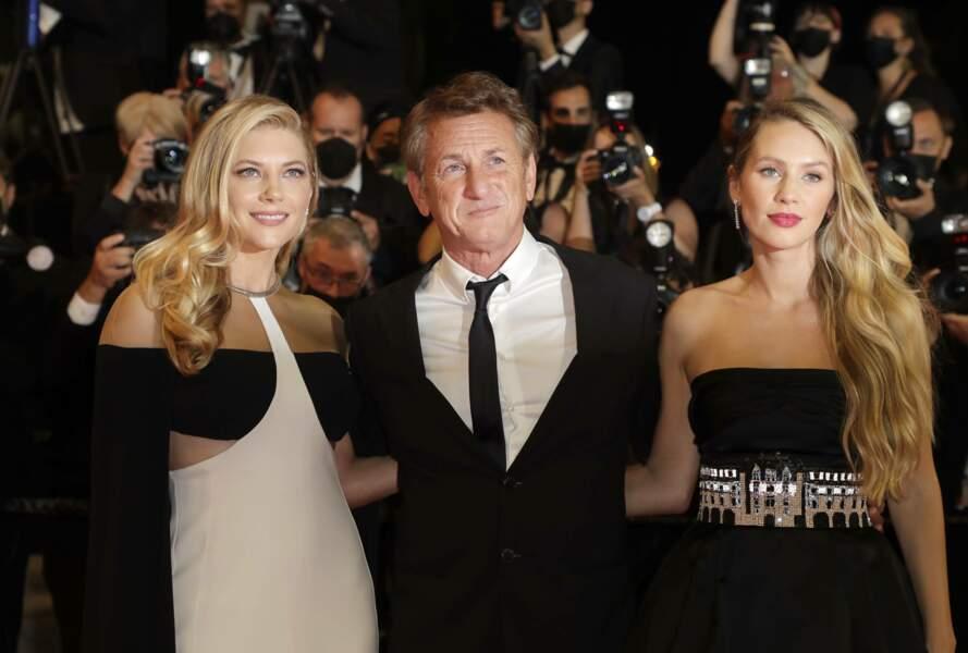 Sean Penn très fier et très bien entouré par sa fille Dylan et l'actrice Katheryn Winnick