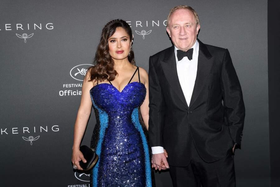 A 54 ans, l'Américano-mexicano-libanaise était vêtue d'une superbe robe bleue de couturier en sequins.