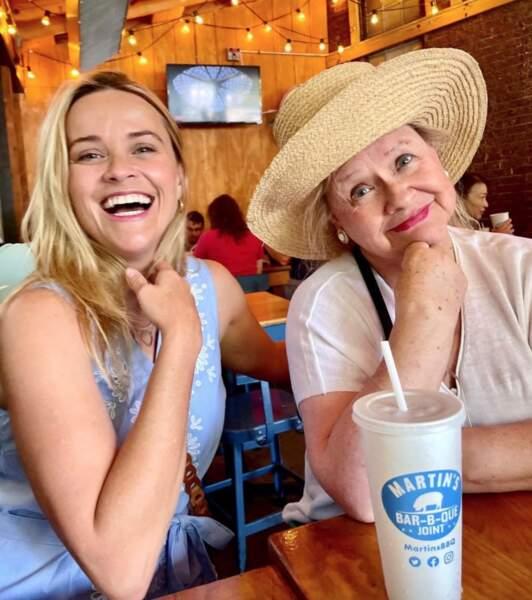 Déj en famille pour Reese Witherspoon et sa maman Betty.