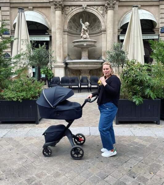 Balade en ville pour la jeune maman Juliette Katz (alias Coucou les girls).