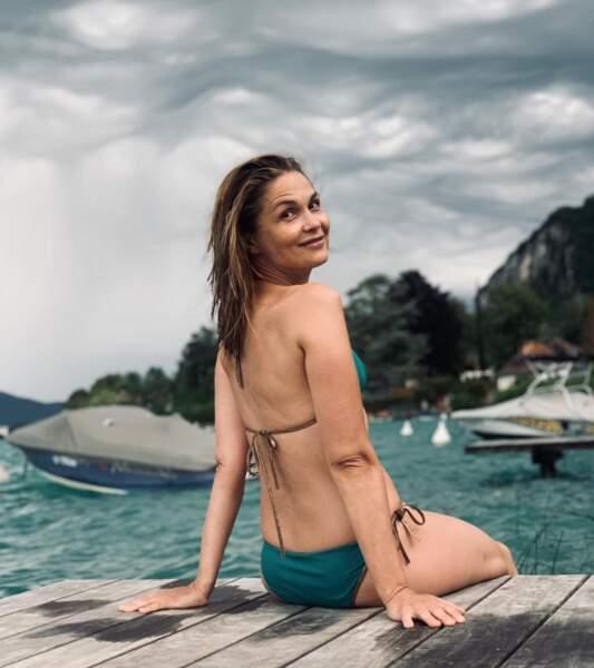 Même sous un ciel nuageux, c'est baignade pour Barbara Schulz à Annecy.