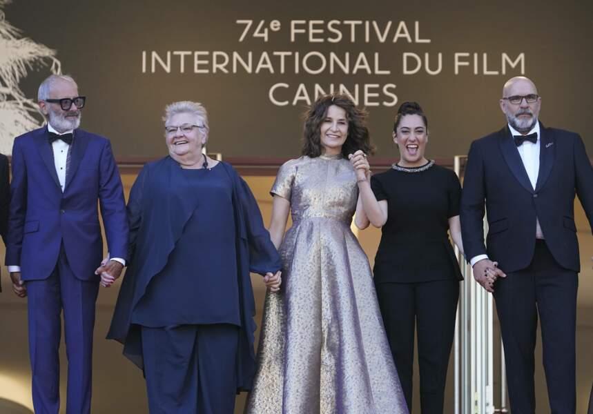 A la gauche de Valérie Lemercier, la chanteuse Victoria Sio, qui interprète les titres d'Aline dans le film