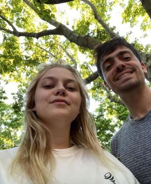 Selfie green pour Louane et son amoureux Florian Rossi.