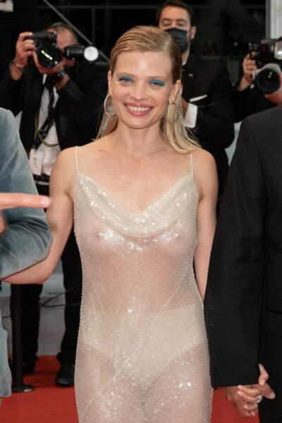 Mélanie Thierry a eu l'audace de porter une robe transparence pour la montée des marches