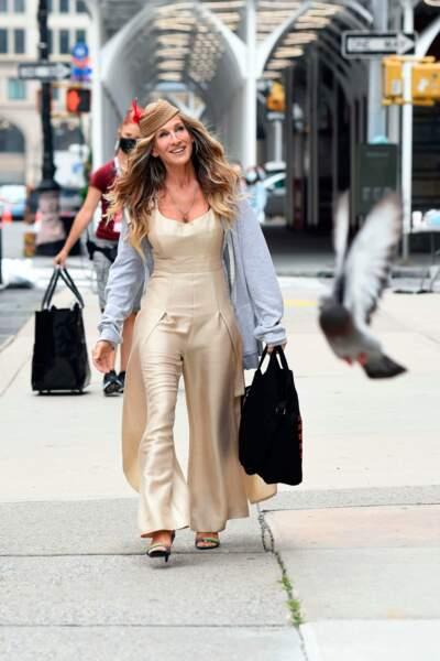 Carrie Bradshaw est toujours à la pointe de la mode