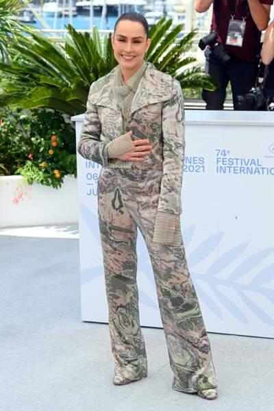 Noomi Rapace préfère le confort d'une combi camouflage