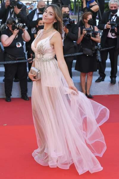 Delphine Wespiser dans une ravissante robe signée Christophe Guillarmé